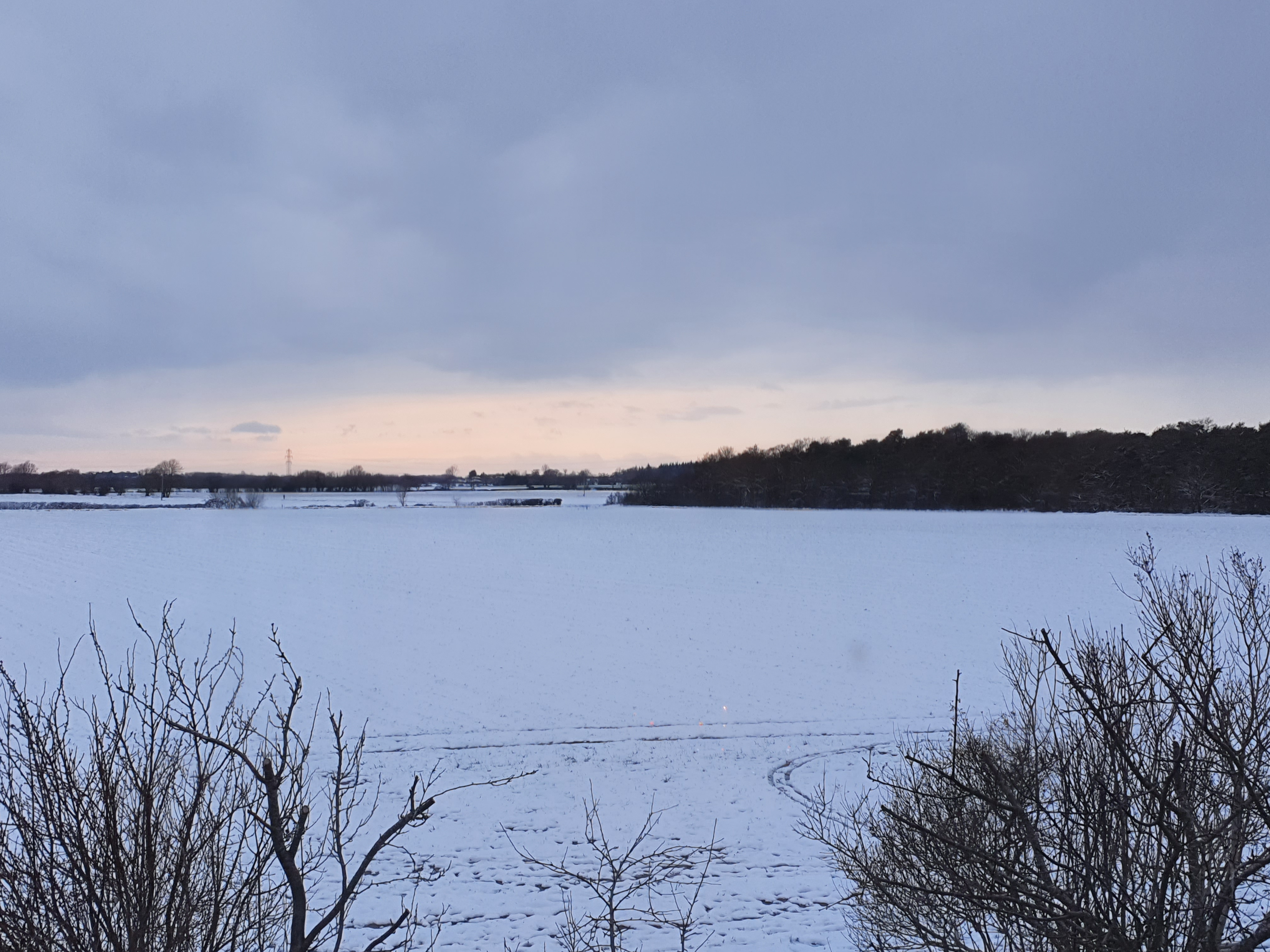 A snowy horizon with snow clouds